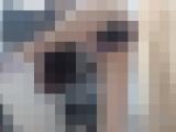 【無修正】綺麗な太ももをしたスタイル抜群の白人美女の自撮りオナニー配信。規格外のサイズのディルドでメス穴を拡張し人間を卒業して野生へと帰る